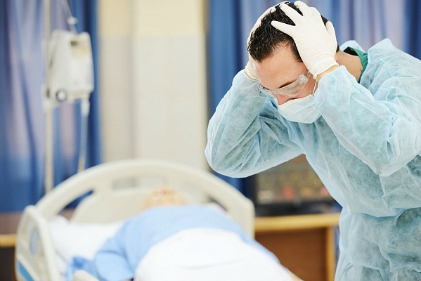 Врачи забыли трубку в животе пациента