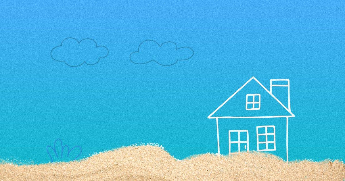 Как построить дом на берегу водоема? Что нужно учесть собственнику?