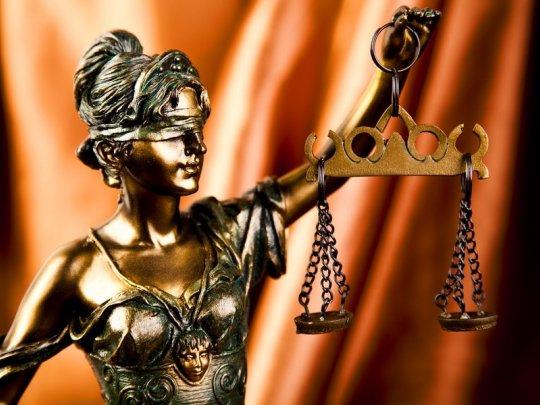 Хороший юрист найдет тринадцать лазеек в десяти заповедях.