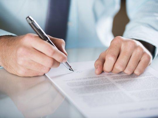 Вместе со страховой премией подлежит возврату и комиссия банка за подключение к услуге страхования