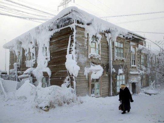 Потолок ледяной, дверь скрипучая...